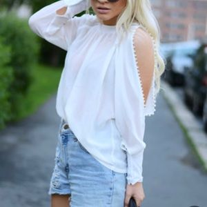 Tops - White long sleeves, off shoulders pearl buttons